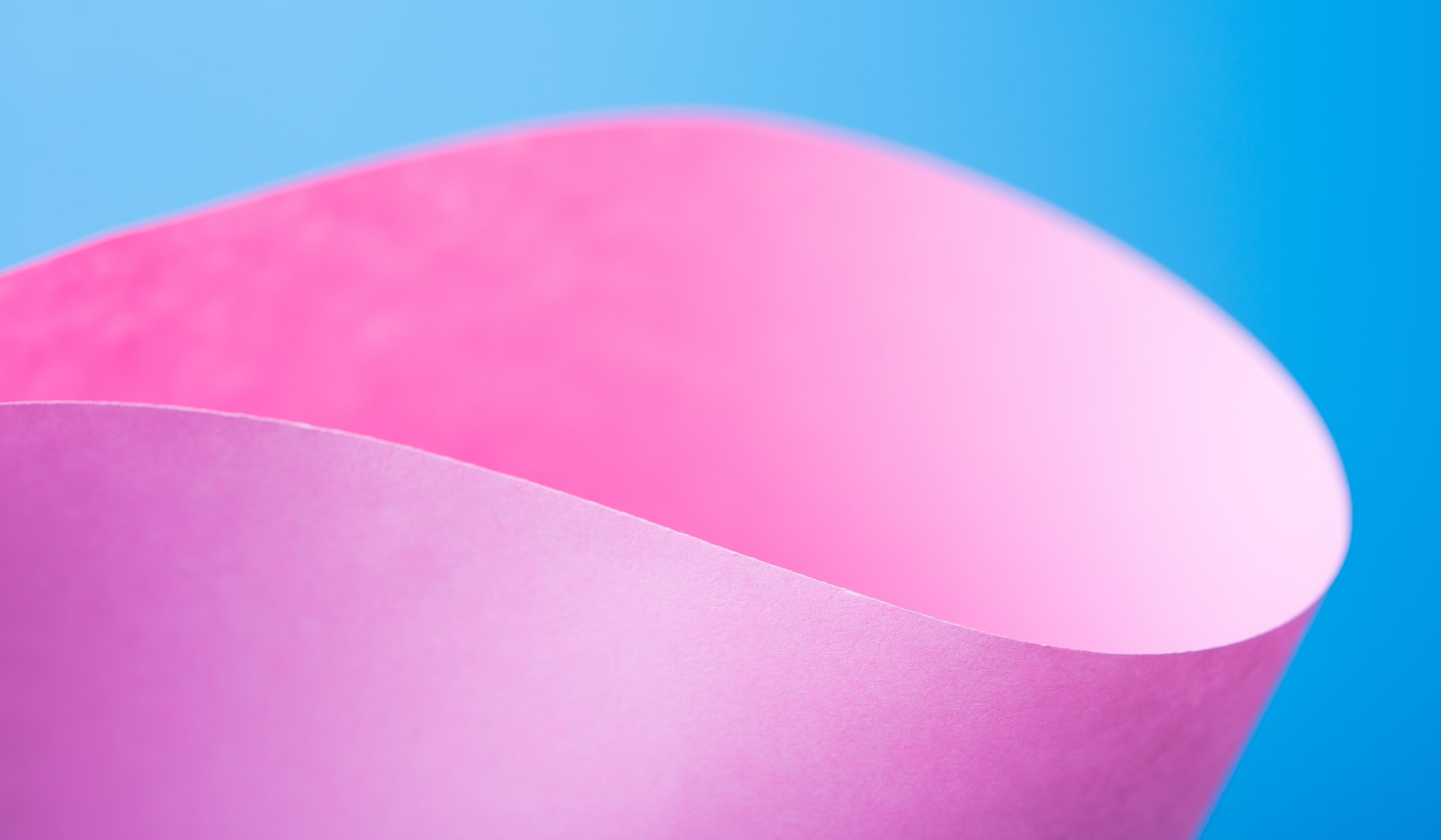 From blue to pink: Ever wondered how our gin changes colour naturally?